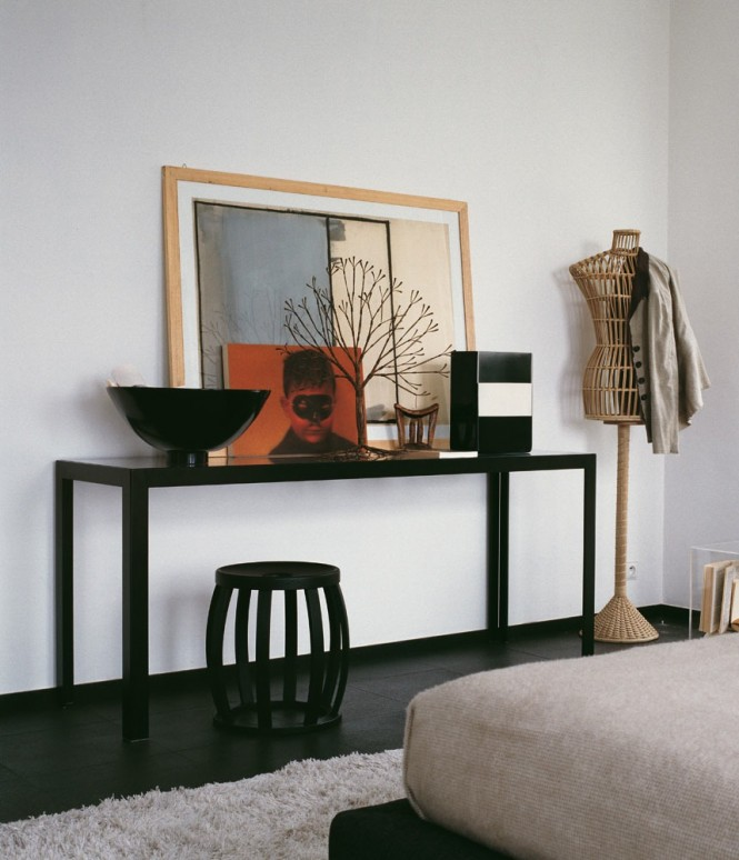 Black-console-table-665x774