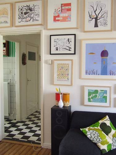 how-to-decorate-walls-with-pictures-33