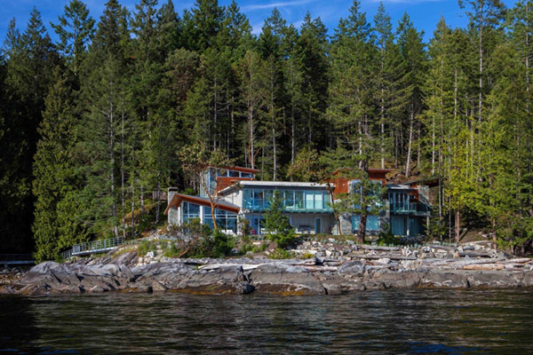 Contemporary-Pender_Harbour-residence