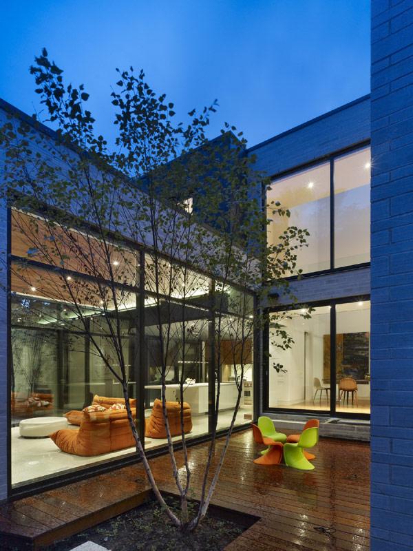 modern-Cedarvale-Ravine-House