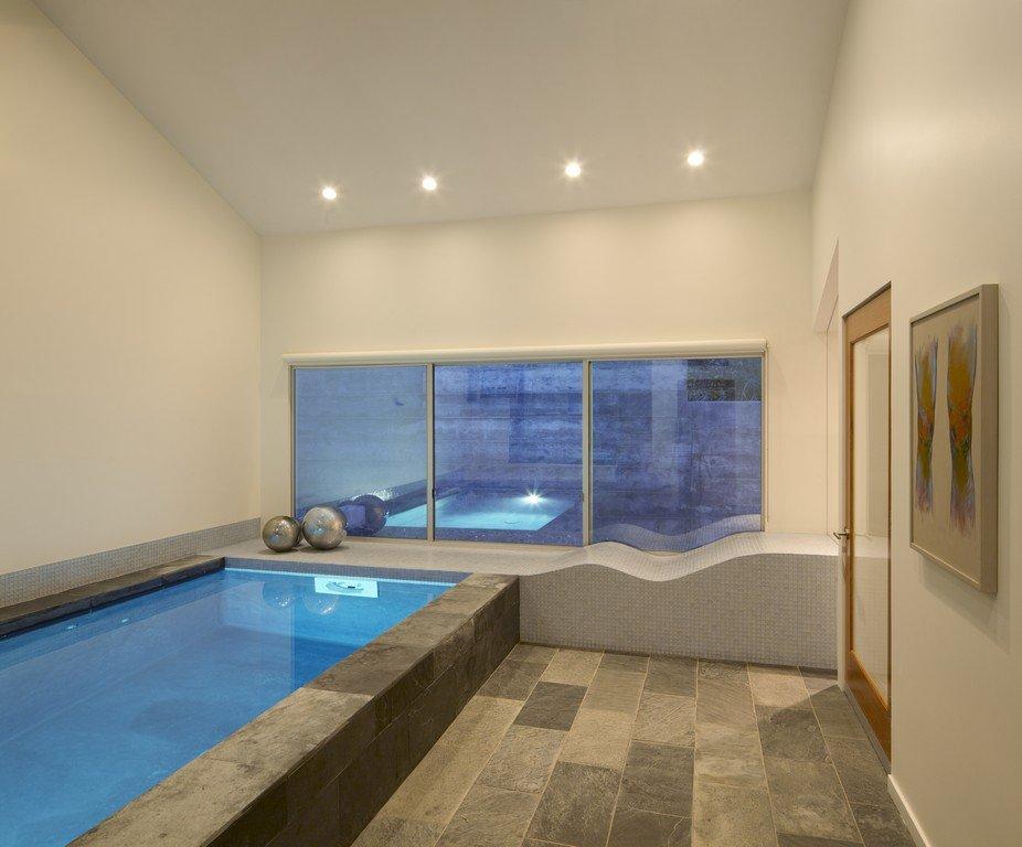 ห้องอาบน้ำพร้อมสระน้ำขนาดเล็ก