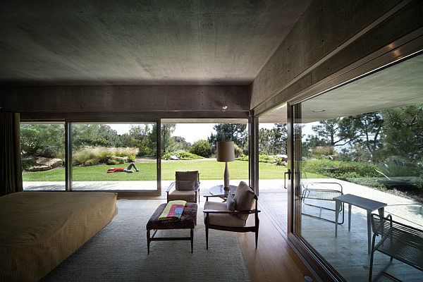 Casa-La-Atalaya-by-Alberto-Kalach-concrete-bedroom