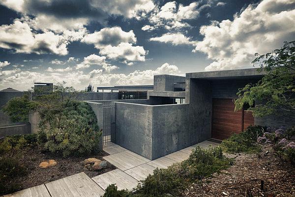 Casa-La-Atalaya-by-Alberto-Kalach-concrete-building