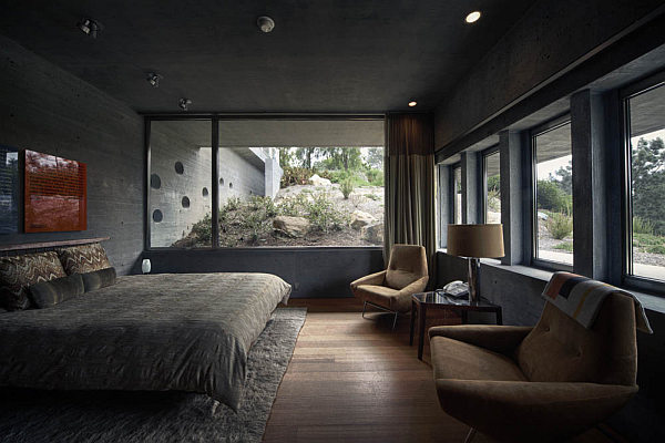 Casa-La-Atalaya-by-Alberto-Kalach-concrete-finished-bedroom
