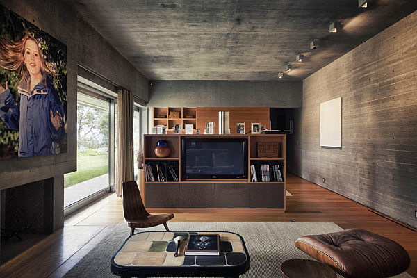 Casa-La-Atalaya-by-Alberto-Kalach-concrete-finished-living-room