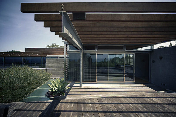 Casa-La-Atalaya-by-Alberto-Kalach-concrete-glass-and-wood