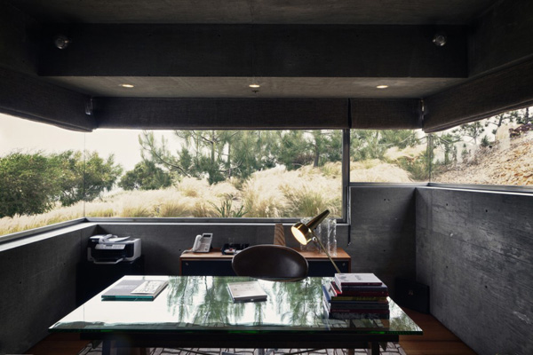 Casa-La-Atalaya-by-Alberto-Kalach-concrete-home-office