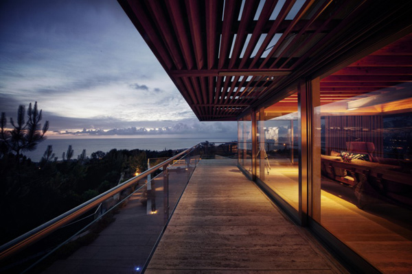 Casa-La-Atalaya-by-Alberto-Kalach-night-view-terrace