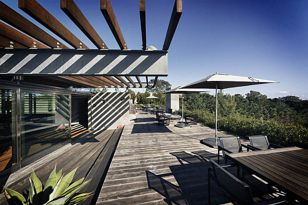 Casa-La-Atalaya-by-Alberto-Kalach-terrace-design