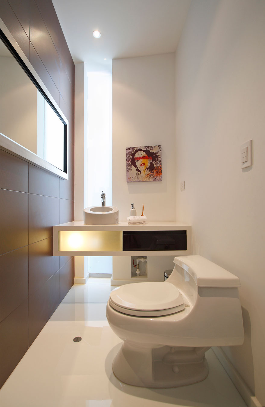 Details-White-Bathroom