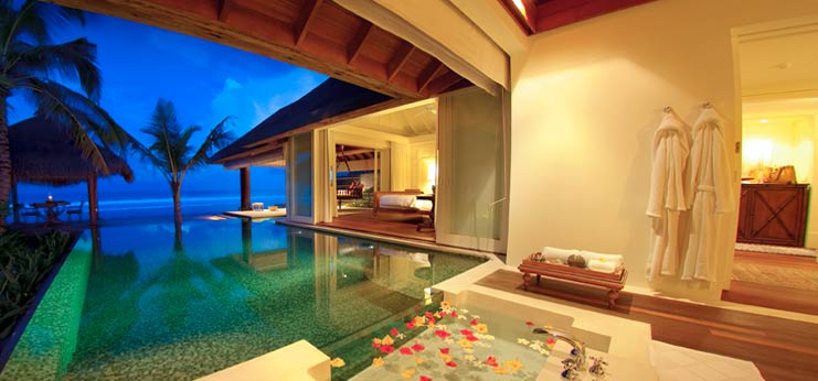 resort-maldives-pool-naladhu