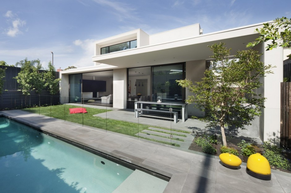 Swimming-Pool-and-House-View