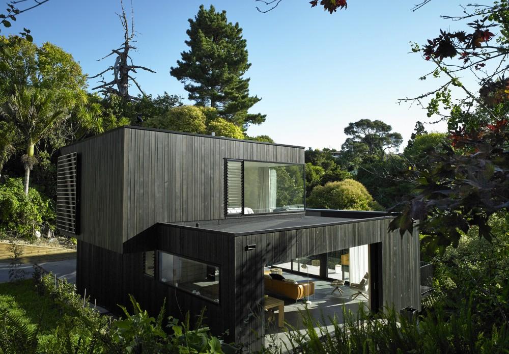 Waiatarua-House