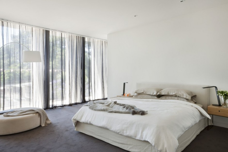 White-Spacious-Bedroom