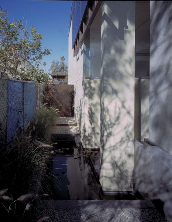 Solar-Umbrella-Residence-05