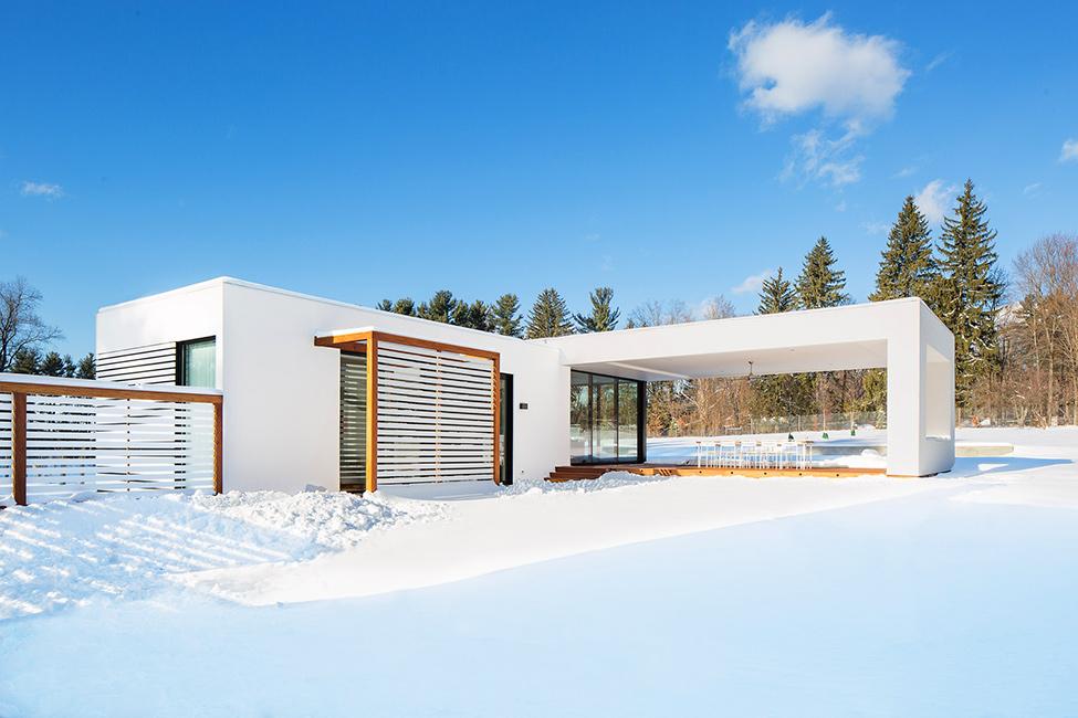 White-snow-white-house