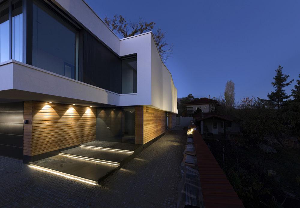 2-Oaks-House-by-Ostrev-Baylov-Ignatov-Architects-10
