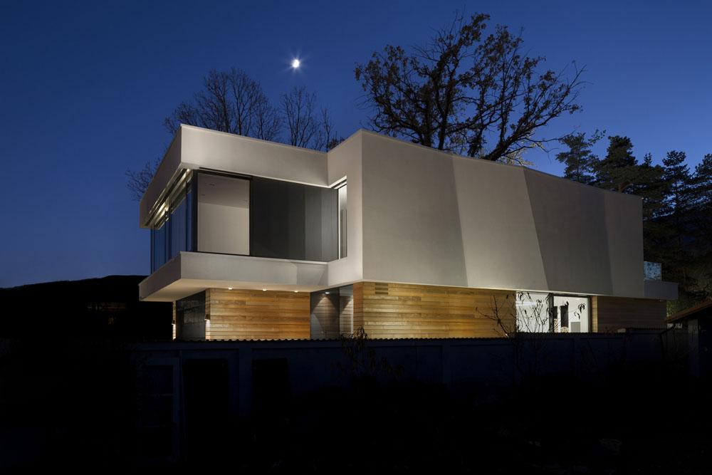 2-Oaks-House-by-Ostrev-Baylov-Ignatov-Architects-11