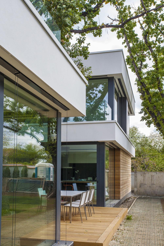 2-Oaks-House-by-Ostrev-Baylov-Ignatov-Architects-2