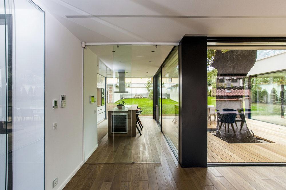 2-Oaks-House-by-Ostrev-Baylov-Ignatov-Architects-4