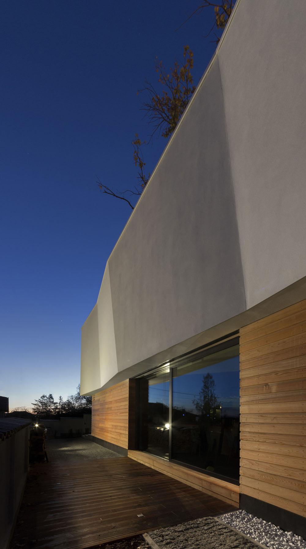 2-Oaks-House-by-Ostrev-Baylov-Ignatov-Architects-7