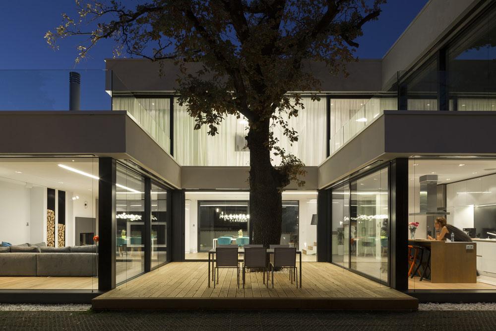 2-Oaks-House-by-Ostrev-Baylov-Ignatov-Architects-8