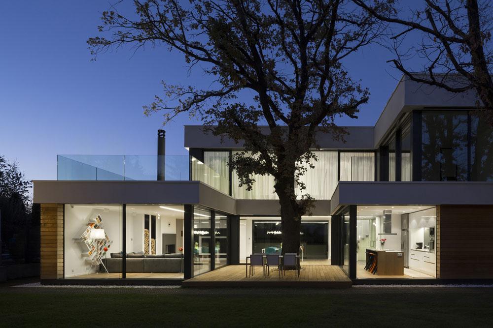 2-Oaks-House-by-Ostrev-Baylov-Ignatov-Architects-9