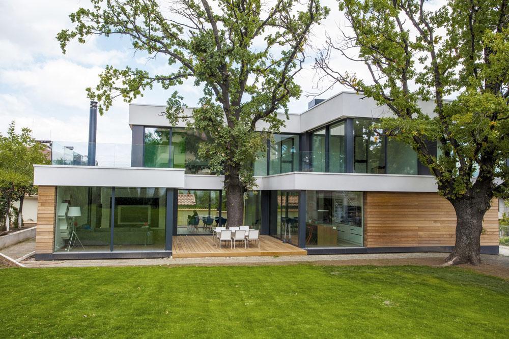 2-Oaks-House-by-Ostrev-Baylov-Ignatov-Architects