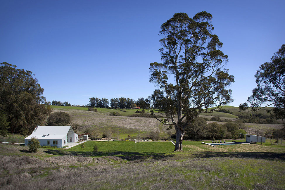 Eco-friendly-Hupomone-Ranch-by-Turnbull-Griffin-Haesloop-Architects-10