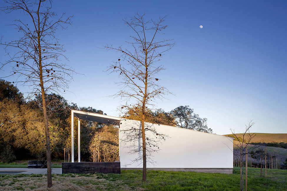 Eco-friendly-Hupomone-Ranch-by-Turnbull-Griffin-Haesloop-Architects-13