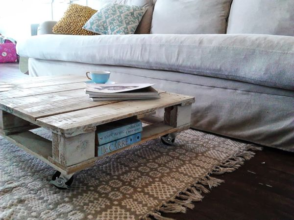 Reclaimed-Wood-Pallet-Coffee-Table_1