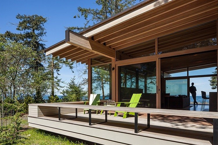 exterior-orcas-island-retreat-heliotrope-architects