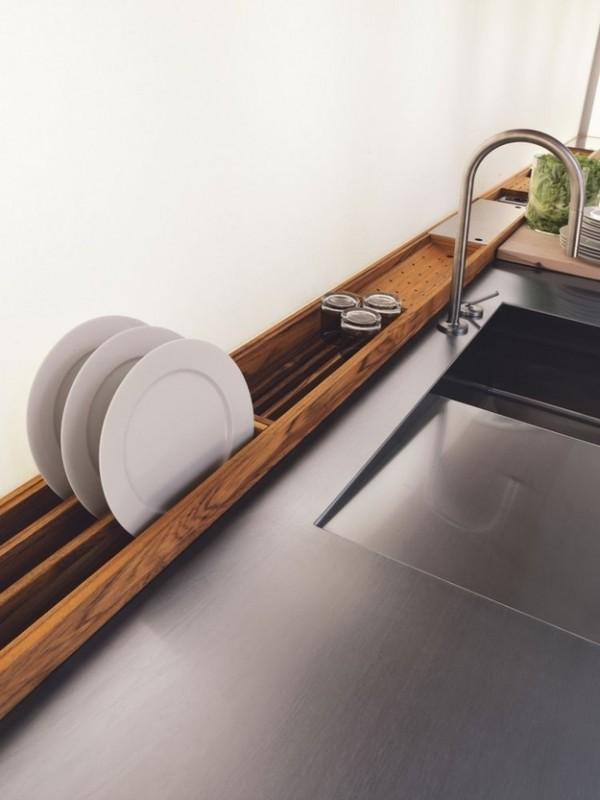 Useful-Built-In-Drying-Rack-e1417475515712