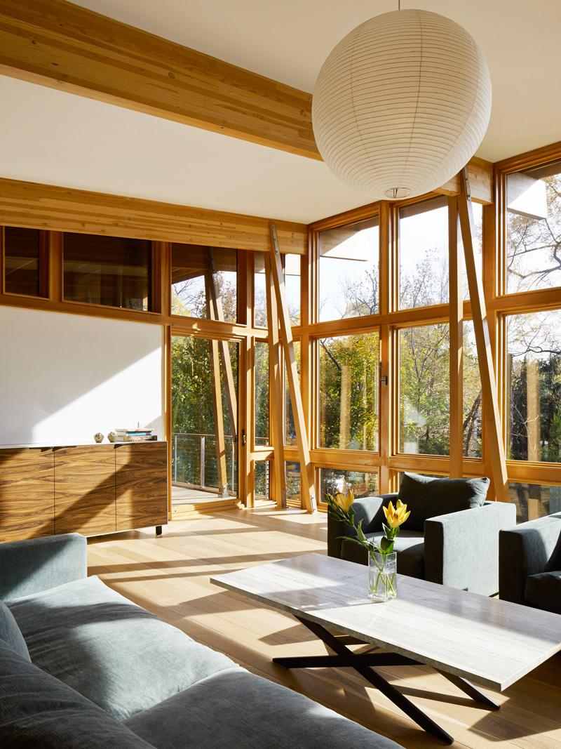 มุมพักผ่อนภายในบ้านรับแสงได้ทั้งวัน