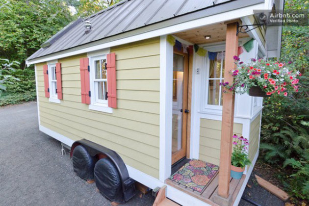 cozy-tiny-house-on-wheels-for-rent-600x400