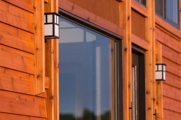 tiny-home-on-trailer-escape-homes-traveler-15-exterior-lights-thumb-630xauto-55018