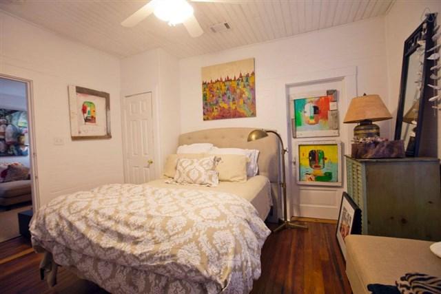 savannah-bungalow-front-bedroom2-via-smallhousebliss