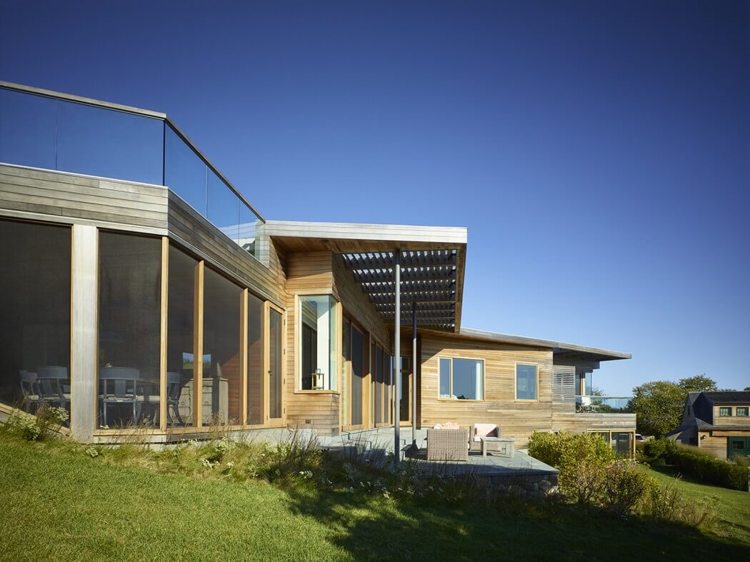 017-vineyard-farm-house-charles-rose-architects-1050x787