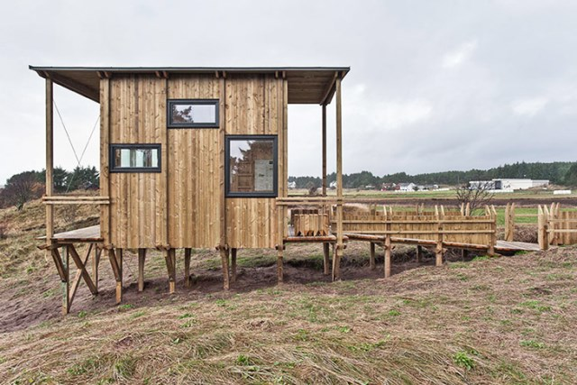 cabin-made-from-recycled-1