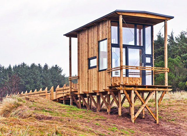 cabin-made-from-recycled-2