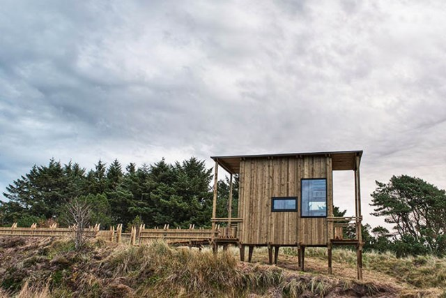 cabin-made-from-recycled-5