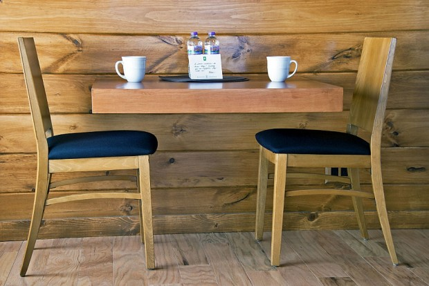 Small-breakfast-nook-for-two-620x414