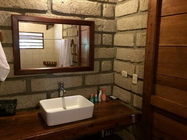 ห้องน้ำ แบบบ้านไม้สองชั้น มีระเบียง