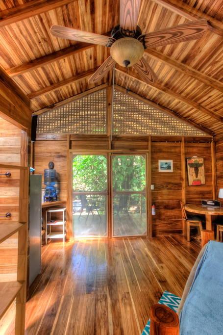 small-wooden-cottage-in-tropical-rainforest-gartdens-04