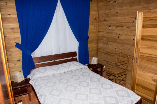 ห้องนอนขนาดเล็กกระทัดรัดขนาดเตียงเดี่ยว