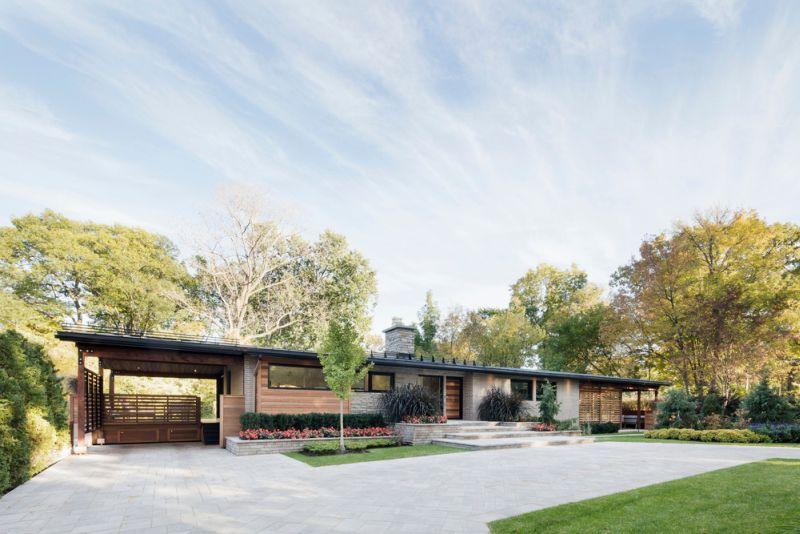 ตัวบ้านแนวยาว สร้างบนพื้นที่กว้างขวาง ใกล้ชิดธรรมชาติ สวยสุดๆ