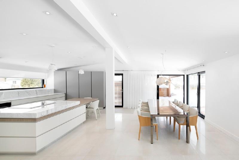 มุมห้องรับประทานอาหารอีกมุมภายในบ้าน ขาวสะอาดตา