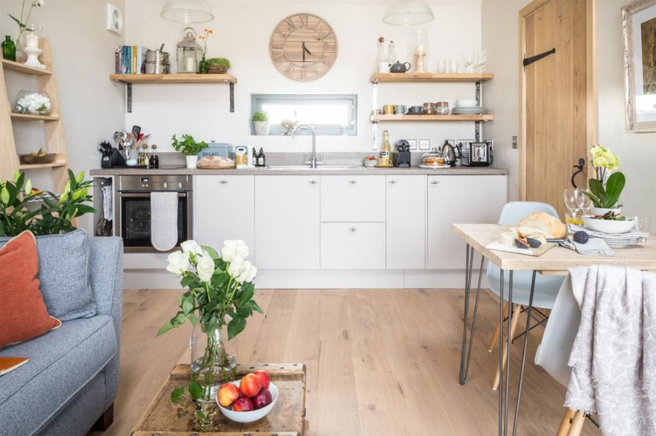 ห้องครัวพร้อมชุดอุปกรณ์ทำครัวครบครัวทันสมัย