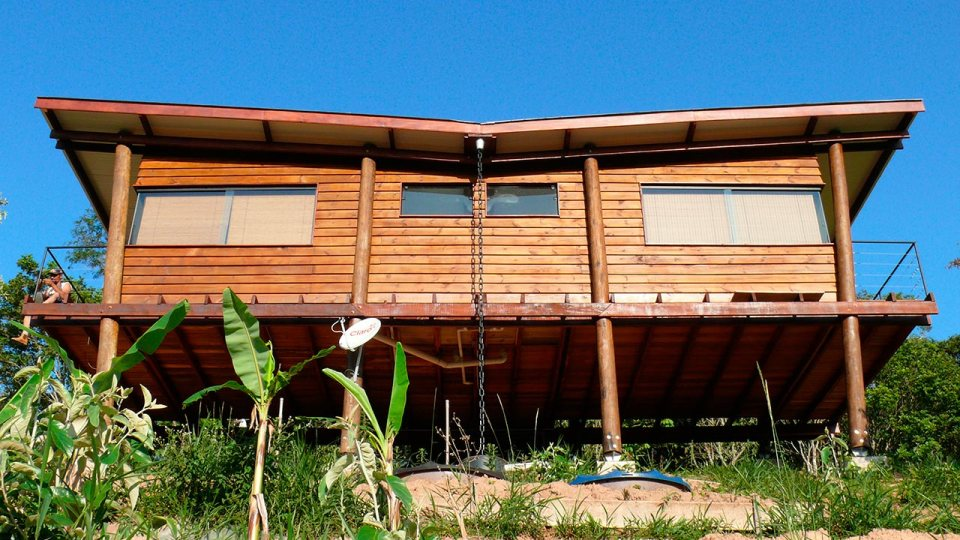 cabana-arquitetos-casa-em-guararema-exterior5-via-smallhousebliss