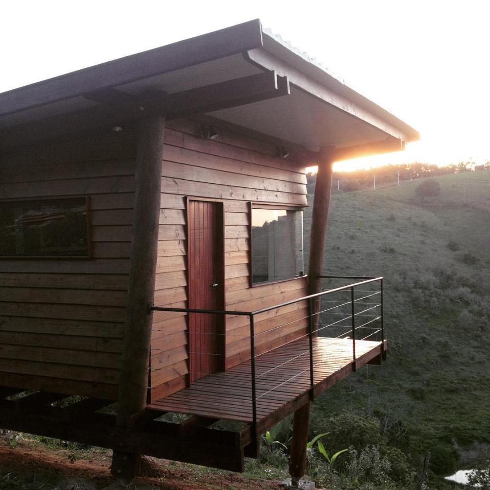 cabana-arquitetos-casa-em-guararema-exterior6-via-smallhousebliss